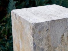 Gartensäule aus Marmor - handgefertigte Qualität - Designobjekt für Ihren Garten