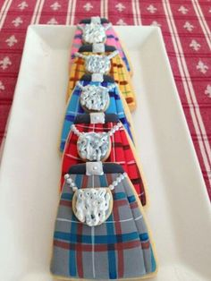 Kilt Cookies to make for the Celtic Festival.wouldn't this be a top seller? Galletas Cookies, Iced Cookies, Royal Icing Cookies, Cake Cookies, Sugar Cookies, Cupcakes, Yummy Cookies, Diana Gabaldon, Scottish Recipes