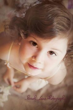 Child photography - toddler children pose - indoor portrait - Canon 5D mark iii - L series lens ... Sarah Luna photography