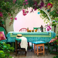 There are many ideas to create beautiful outdoor spaces for you and your family hang out. Check ways to improve your patio, garden or backyard. Outdoor Rooms, Outdoor Dining, Outdoor Gardens, Outdoor Decor, Dining Area, Dining Room, Dining Table, Dining Decor, Outdoor Seating