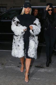 #KimKardashian Out In New York City http://www.thefashionstyles.com/2016/02/16/kim-kardashian-out-in-new-york-city/