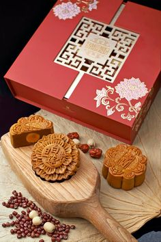 The Star Wars Mooncake Box And 15 Others You'll Love This Year Cake Packaging, Food Packaging Design, Packaging Design Inspiration, Menu Design, Box Design, Chinese Moon Cake, Cake Festival, Flower Graphic Design, Fortnum And Mason