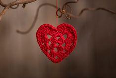 Hæklet julepynt - 9 skønner og gratis idéer til hvad du kan hækle til jul Recycled Christmas Decorations, Wooden Christmas Crafts, Diy Christmas Cards, Craft Stick Crafts, Diy And Crafts, Origami Christmas Ornament, Popsicle Stick Snowflake, Diy Advent Calendar, Pine Cone Crafts