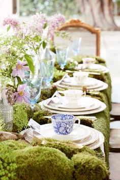 Us Weekly's guest entertaining editor Lauren Conrad creates a magical garden-inspired tea party to celebrate a friend's birthday — see her tips and DIY ideas Tea Party Table, Brunch Table, Fairy Tea Parties, Tea Party Decorations, Afternoon Tea Parties, Tea Party Birthday, 4th Birthday, Vintage Tea, Vintage Party