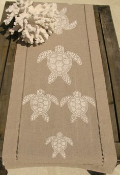 White Sea Turtle on Natural Linen Runner: Beach Decor, Coastal Home Decor, Nautical Decor, Tropical Island Decor & Beach Cottage Furnishings Nautical Table, Nautical Design, Beach Design, Beach Cottage Decor, Coastal Decor, Tropical Table Runners, Turtle Table, Tropical Decor, Tropical Kitchen