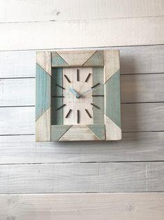 西海岸スタイル掛け時計091 | ハンドメイドマーケット minne Kitchen Wall Clocks, Clock Decor, Creative, Interior, Handmade, Design, Home Decor, Clock Ideas, Woodworking