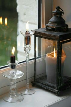 Candles create an atmosphere! Light In, Mood Light, Lanterns Decor, Candle Lanterns, Metal Lanterns, Flameless Candles, Bougie Partylite, Decoration Shabby, Window Candles