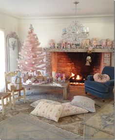 Rachel Ashwell Shabby Chic Couture No wonder its hard to find a Pink vintage Santa! Pink Christmas Tree, Shabby Chic Christmas, Noel Christmas, All Things Christmas, Vintage Christmas, Christmas Decorations, Victorian Christmas, Christmas Goodies, Country Christmas