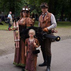 Steampunk family by Frederik82.deviantart.com