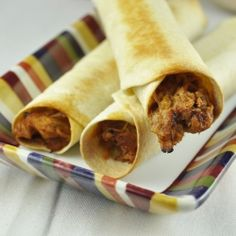 Baked Pork Flautas with Sriracha greek yogurt dipping sauce. Perfect for using up leftover pulled pork! Baked Brisket, Pork Brisket, Baked Pork, Mexican Dishes, Mexican Food Recipes, Mexican Meals, Ham Dishes, Margaritas Mexican Restaurant, Pork Recipes