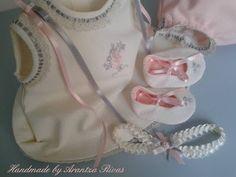 Ropa exclusiva de bebé hecha a mano por encargo  Exquisite handmade baby clothes made to order