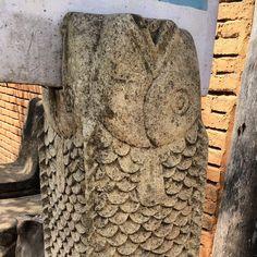This fish is part of a sign holder :) #upsticksandgo #fish #stonemasonry #lombok #indonesia #tradtionaltradsmen #travelgram #travelphotos #travellingtheworld