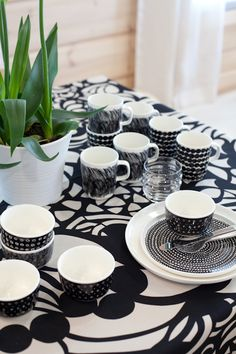 cups and plates Kitchen Plates Set, Kitchenware, Tableware, Interior Decorating, Interior Design, Living Styles, Scandinavian Home, Small Space Living, Marimekko