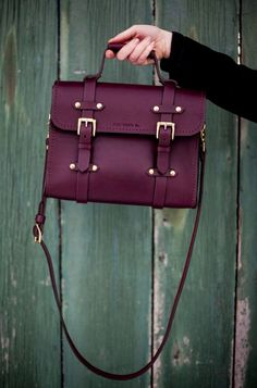 Relic Leather Co, Oldenburg small messenger in burgundy with brass hardware