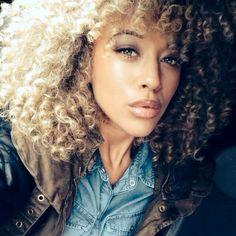 curly-essence:  curlyhairbeautiful:  pariisjay  http://curlyessence.com/