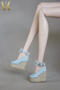 Blue-dotted wedge heel shoes