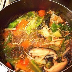 肉食動物の3兄弟に野菜を… 大好きな中華味♡ - 21件のもぐもぐ - 野菜&キノコたっぷり♫春雨スープ♡ by happykuisinbow