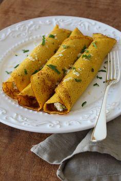 Receita de panqueca de cenoura e farinha de aveia, recheada com ricota e floretes de brócolis. Saudável e muito saboroso!