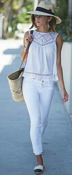 Shop New Arrivals and check out the latest Outfit Ideas and Inspiration ⭐ Boho Chic Fashion Style 2018 featuring boho hippie gypsy style clothing and apparel store. Available for retail and wholesale. ⭐ Visit our Store with a click! Mode Outfits, Casual Outfits, Fashion Outfits, Casual Jeans, Look Fashion, Trendy Fashion, Womens Fashion, Petite Fashion, Fashion Kids
