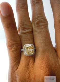 I like the color, nothing special about the shape. Ich mag die Farbe, nichts Besonderes an der Form. Canary Diamond, Yellow Diamond Rings, Yellow Diamonds, Wedding Rings Vintage, Antique Engagement Rings, Halo Engagement, Wedding Band, Rustic Wedding, Wedding Stuff