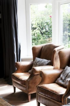 Pair with streamlined furnishings. Brown Leather Chairs, Modern Interior, Interior Design, Green Sofa, Classic House, Chair And Ottoman, Home And Living, Living Spaces, Family Room