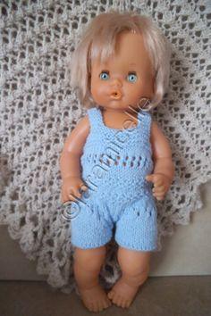 Voici le poupon de Martine en barboteuse parfaite pour l'été. c'est une poupée FAMOSA de 40 cm pour un tour de taille de 27 cm TUTO MATERIEL laine à tricoter avec du 3,5 (22 mailles au 10 cm) aig 3, 5 2 arrêts de mailles POINTS mousse : toujours à l'endroit...