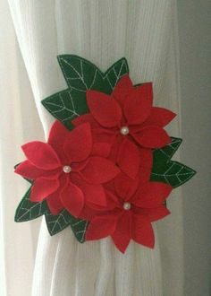 Poinsettia and Red Cardinal's Christmas Wooden Christmas Crafts, Christmas Ornament Crafts, Xmas Crafts, Christmas Projects, Christmas Design, Christmas Makes, Simple Christmas, Christmas Diy, Christmas Poinsettia