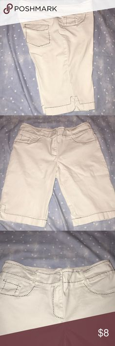 Dressbarn white short Dressbarn white short. Bermuda style fit ( straighter leg ). Black accent stitching. This is not denim although it does have the feeling of a stretch denim type jegging. Dress Barn Shorts Bermudas