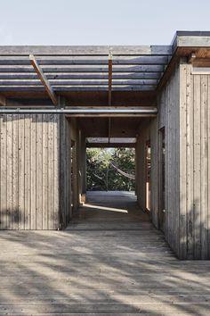 bob_190731_11 Scandinavian Architecture, Timber Architecture, Facade Design, Exterior Design, Shack House, Wood Facade, Andrea Palladio, Modern Pergola, Wood Patio