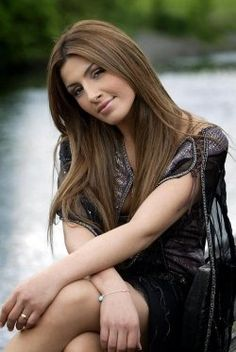 Helena Paparizou One of my favorite singers. Speaks and sings in fire languages. She is beautiful and HOT! Very Beautiful Woman, Most Beautiful, Helena Paparizou, Greek Beauty, Greek Music, Famous Singers, Dream Hair, Famous Women, Celebs