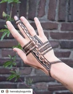 Henna with modern twist. Henna with moder Henna Tattoos, Henna Tattoo Hand, Foot Henna, Henna Tattoo Designs, Body Art Tattoos, Tribal Henna Designs, Tattoo Finger, Unique Henna, Unique Mehndi Designs