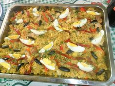 Arroz a la Valenciana SalvadoreNo Mexican Food Recipes, Real Food Recipes, Cooking Recipes, Yummy Food, Healthy Recipes, Ethnic Recipes, El Salvador Food, Salvadoran Food, Recetas Salvadorenas
