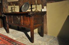 A RARE LATE MEDIEVAL OAK HUTCH TABLE. ENGLISH. CIRCA 1490-1500.    THIS RARE EXAMPLE OF A MEDIEVAL HUTCH TABLE