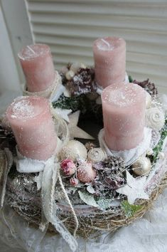 Filling Your Home with Favorite Christmas Scents- Pink Candles – Advent Wreath İdeas. Centerpiece Christmas, Christmas Candles, Christmas Decorations, Holiday Decor, Table Decorations, Christmas Scents, Christmas Time, Christmas Wreaths, Christmas Crafts