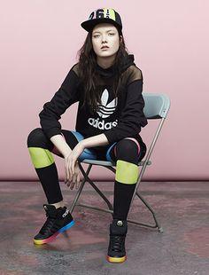 Colaboración Colourblock Pack adidas Originals by Rita Ora. Descubre este look en http://www.adidas.com.ar/ritaora#colourblock_pack/4