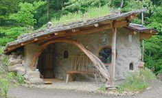 Earthship Homes – House Hunting Casa Dos Hobbits, Eco Construction, Earth Bag Homes, Earthship Home, Underground Homes, Natural Homes, Unusual Homes, Natural Building, Sustainable Architecture