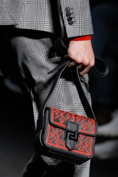 Versace Fall 2017 Menswear Accessories Photos - Vogue