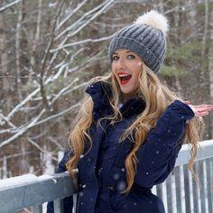 Voici Catherine , de la chaîne Girlyaddict . Une fille super qui fait des vidéos extraordinaires . À aller voir absolument !! Emma Verde, Photos Tumblr, Pretty Girls, Youtubers, Winter Hats, Lily, Long Hair Styles, Cool Stuff, People