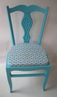 Nieuwe kleur en nieuwe zitting voor deze brocante stoel www.mimi-enco.be/ #kinderbureau #kindermeubelen #kinderkamers