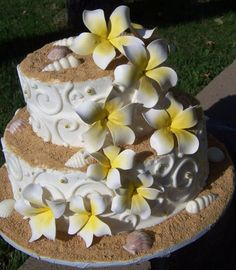 Here is inspiration for a wedding cake I will b making!! Love this cake