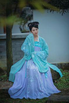 "ziseviolet: "" 春拾記/Chunshiji's newest Hanfu (han chinese clothing) collection… Traditional Fashion, Traditional Dresses, Traditional Chinese, Oriental Fashion, Ethnic Fashion, Chinese Clothing, Chinese Culture, China Fashion, Hanfu"