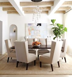 Sophisticated dining room. #neutral #dining