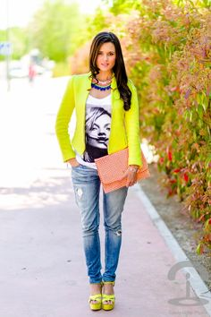 What to Wear with Graphic Shirts - Glam Bistro