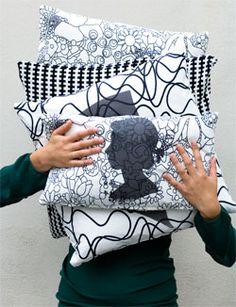Geef je oude kussens een nieuw leven door zelf een kussensloop met silhouet te maken.