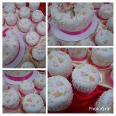 Torta central y Mini tortas para bodas. respetamos el diseño de la tarjeta de invitacion #cordoba #tortas #eventos
