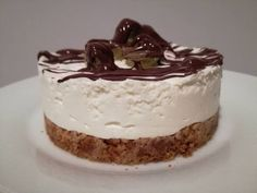 Fit cheesecake (base di biscotti) – Mangiar sano e naturale Sweet Recipes, Healthy Recipes, Biscotti, Mini Cheesecakes, Vegan Keto, Something Sweet, Food Photo, Bakery, Food And Drink