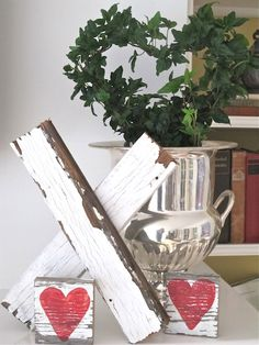 46 Lovely Valentine Window Decoration Ideas - Everyone thinks of chocolates and red roses for Valentine's Day. But there are other ways to show your Valentine how much you care that will create wo. Valentine Day Love, Valentine Day Crafts, Holiday Crafts, Valentine Ideas, Valentine Stuff, Diy Valentine's Day Decorations, Valentines Day Decorations, Valentines Day Decor Rustic, Snowman Decorations