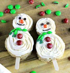 Pillsbury™ Frosted Snowmen on a Stick -#ad #sponsored  @mmschocolate @pillsbury @ricekrispies @ahalogy_content