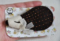 Lovely hedgehog brooch. I made few of them and they are quite detailed. I noticed at the craft fair, there were not many buying brooches. I wonder there is particular reason? But sold one today to my friend's friend. lol Hope you like it too.