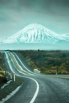 Road trip - viaggio instrada - montagne innevate - neve